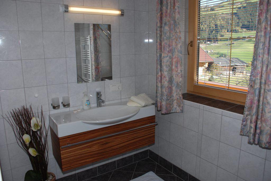 Badezimmer mit herrlichem Ausblick