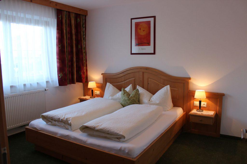 Neu eingerichtete Schlafzimmer im Apart Magdalena