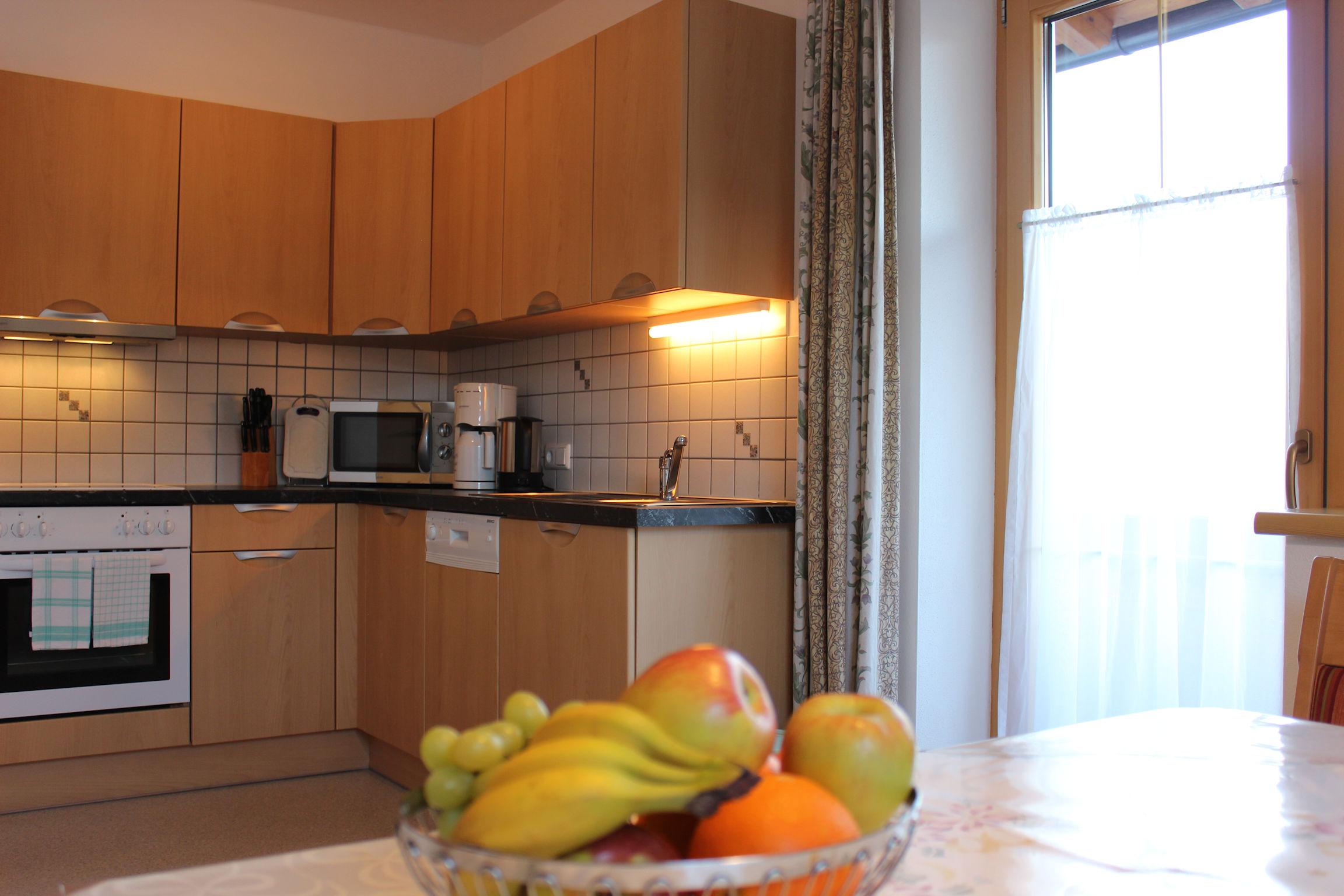 Gemütlich eingerichtete Küche im Apart Magdalena